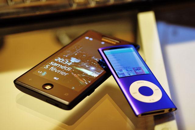 Samsung Omnia7 et iPod Nano